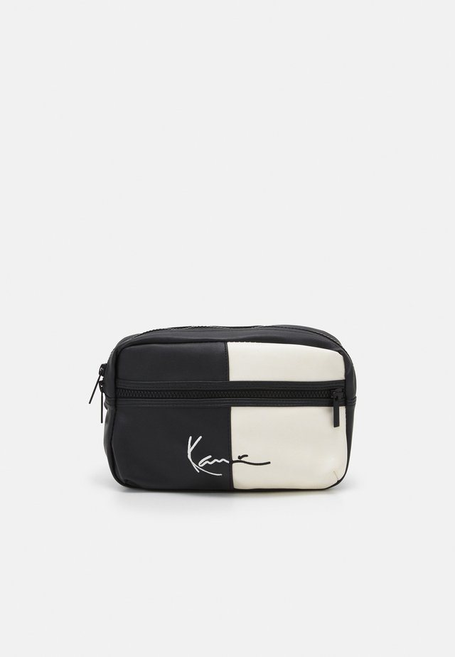 SIGNATURE BLOCK WAIST BAG - Ledvinka - black