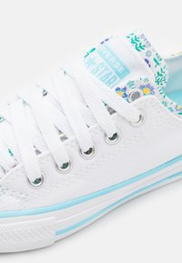 Converse - CHUCK TAYLOR ALL STAR DOUBLE UPPER FLORAL - Zapatillas - white/bleached cyan/court green - 5