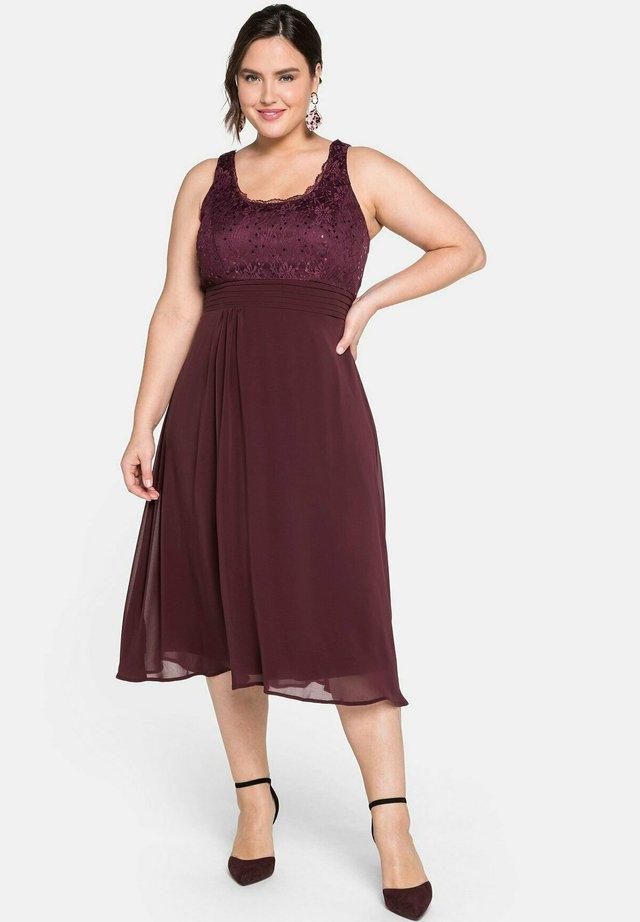 Cocktail dress / Party dress - aubergine