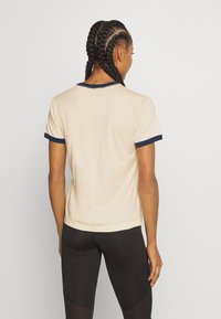 Patagonia - ROAD TO REGENERATIVE RINGER TEE - T-shirt imprimé - white wash - 2