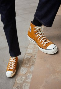 Converse - CHUCK 70 RECYCLED UNISEX - High-top trainers - dark soba/egret/black - 2