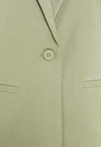 Minimum - TARA  - Abrigo corto - oil green - 2