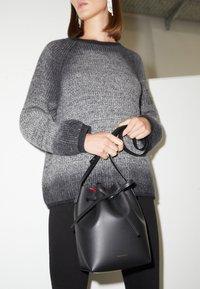 Mansur Gavriel - MINI BUCKET - Across body bag - black/flamma - 2