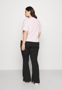 Tommy Jeans Curve - LINEAR LOGO TEE - Print T-shirt - romantic pink - 2