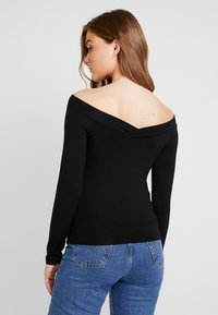 Pieces - PCMALIVA OFF SHOULDER V-NECK - Long sleeved top - black - 2