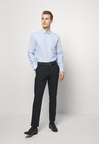 Tommy Hilfiger Tailored - WASHED OXFORD CLASSIC SLIM - Formal shirt - blue - 1