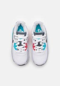 Nike Sportswear - AIR MAX 90 UNISEX - Sneakersy niskie - white/iron grey/chlorine blue - 3