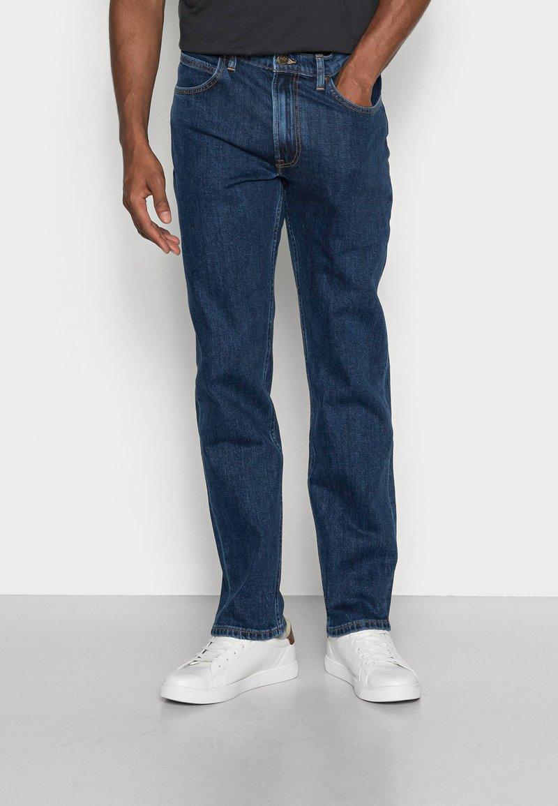 Lee - BROOKLYN STRAIGHT - Straight leg jeans - dark stone