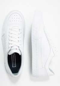 Tommy Hilfiger - CORPORATE  - Sneakers basse - white - 1