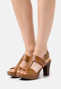 Chie Mihara - EDA - Platform sandals - nilo ocre - 0