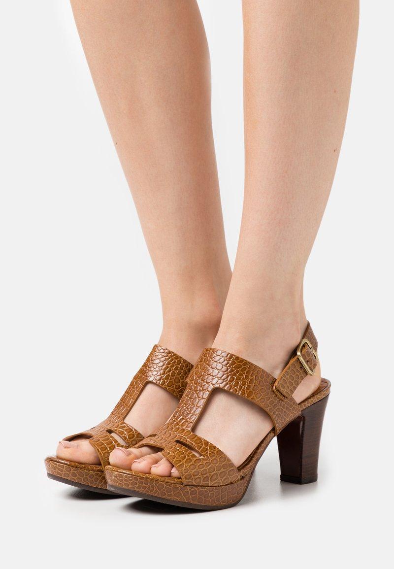 Chie Mihara - EDA - Platform sandals - nilo ocre