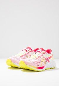 ASICS - GEL-EXCITE 6 - Zapatillas de running neutras - white/sour yuzu - 2