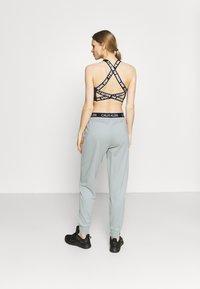 Calvin Klein Performance - PANTS - Teplákové kalhoty - green - 2