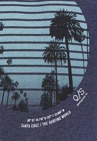 Q/S designed by - KURZARM - Print T-shirt - saphire blue - 5