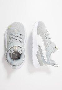 Puma - ANZARUN LITE IRIDESCENT - Obuwie do biegania treningowe - high rise/white/sunny lime - 0