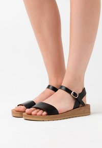New Look Wide Fit - WIDE FIT FRANKIE - Sandalias de cuña - black - 0