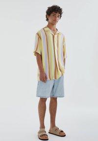PULL&BEAR - Skjorta - yellow - 1