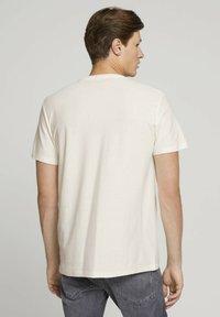 TOM TAILOR DENIM - Basic T-shirt - soft light beige - 2