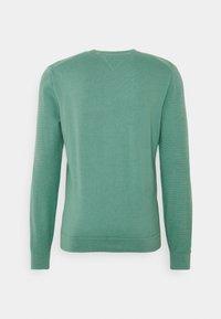 Tommy Hilfiger - ZIG ZAG STRUCTURE - Stickad tröja - glazed green - 8