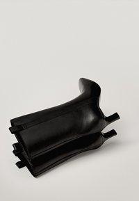 Massimo Dutti - Korte laarzen - black - 2