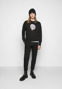 PS Paul Smith - MENS REGULAR FIT SKULL - Sweater - black/multi-coloured - 1
