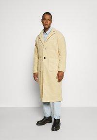 Another Influence - MABEL LONGLINE BORG OVERCOAT - Classic coat - ecru - 0
