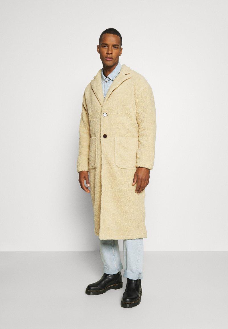 Another Influence - MABEL LONGLINE BORG OVERCOAT - Classic coat - ecru