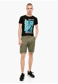 QS by s.Oliver - Shorts - thyme - 1