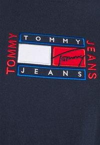 Tommy Jeans Curve - TIMELESS FLAG TEE - T-shirt z nadrukiem - twilight navy - 4