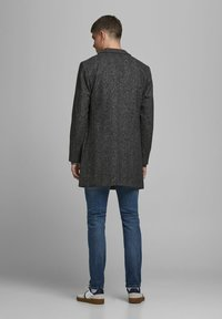 Jack & Jones - JJEMOULDER  - Short coat - caviar - 2