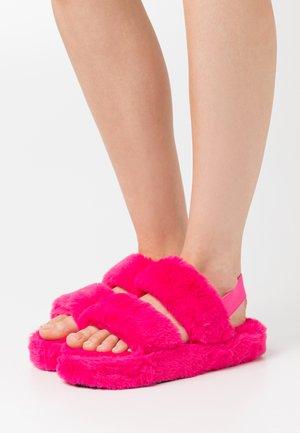 STRIPE - Tofflor & inneskor - pink