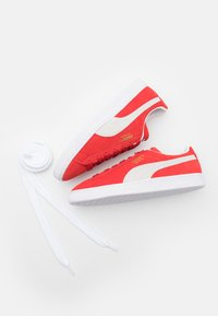 Puma - SUEDE CLASSIC - Trainers - high risk red/white - 5
