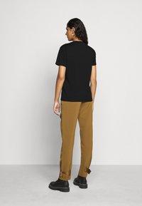 Holzweiler - SUZANA TEE - Print T-shirt - black - 2
