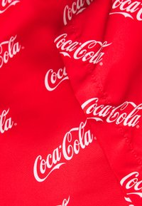 Mister Tee - COCA COLA - Swimming shorts - red - 2