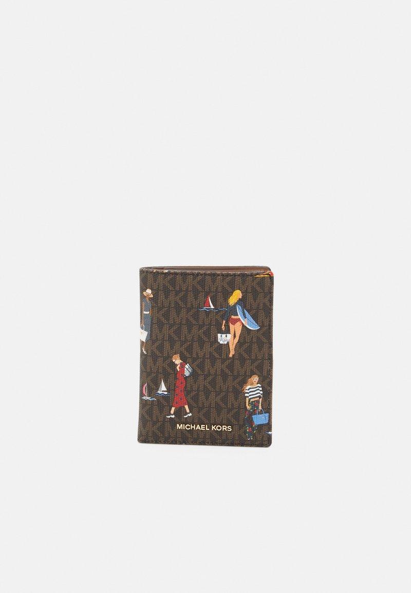 MICHAEL Michael Kors - BEDFORD TRAVEL PASSPORT WALLET - Lompakko - brown multi