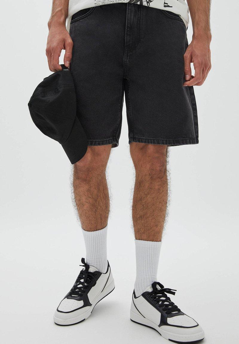 PULL&BEAR - BERMUDA - Denim shorts - mottled black
