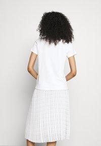 KARL LAGERFELD - MINI IKONIK CHOUPETTE - Print T-shirt - white - 2
