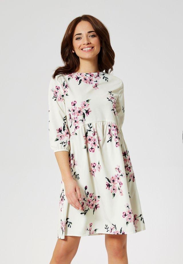 Korte jurk - pinke blumen