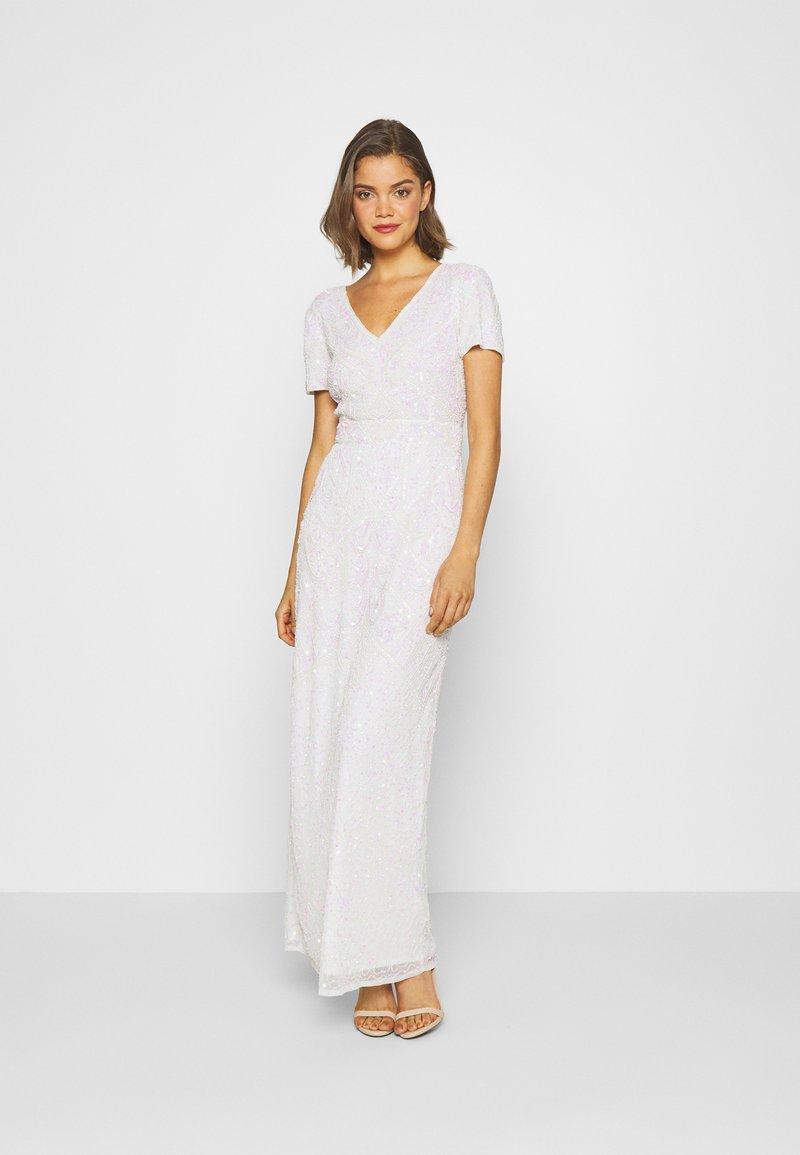Sista Glam - CHERRY - Společenské šaty - white