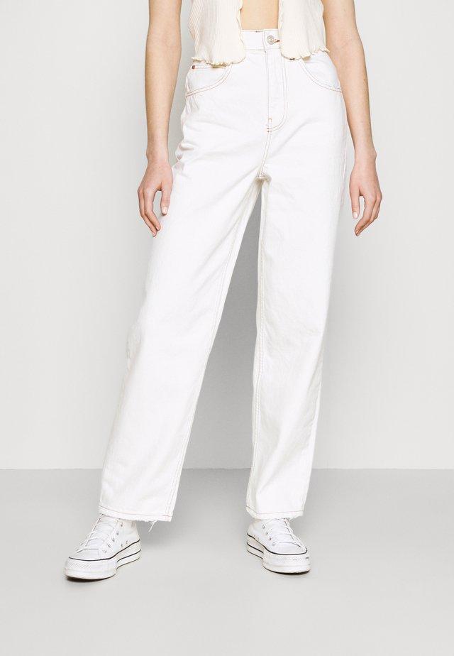 MODERN BOYFRIEND JEAN - Pantaloni - milk white