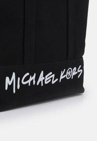 MICHAEL Michael Kors - BAG LARGE TOTE - Cabas - black - 4