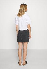 Levi's® - DECON ICONIC SKIRT - A-line skirt - black denim - 2