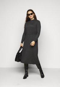 Vero Moda Curve - VMSHARM HIGHNECK DRESS - Jumper dress - dark grey melange - 1
