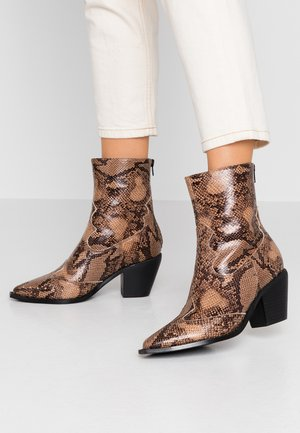 Cowboy/biker ankle boot - taupe