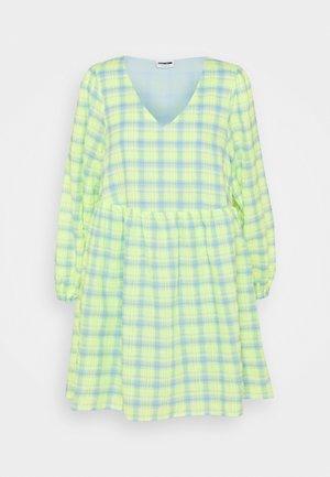 NMNEON  V NECK CHECK DRESS - Denní šaty - bright white/neon