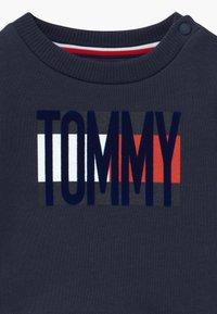 Tommy Hilfiger - BABY FLAG TRACKSUIT SET - Chándal - blue - 5