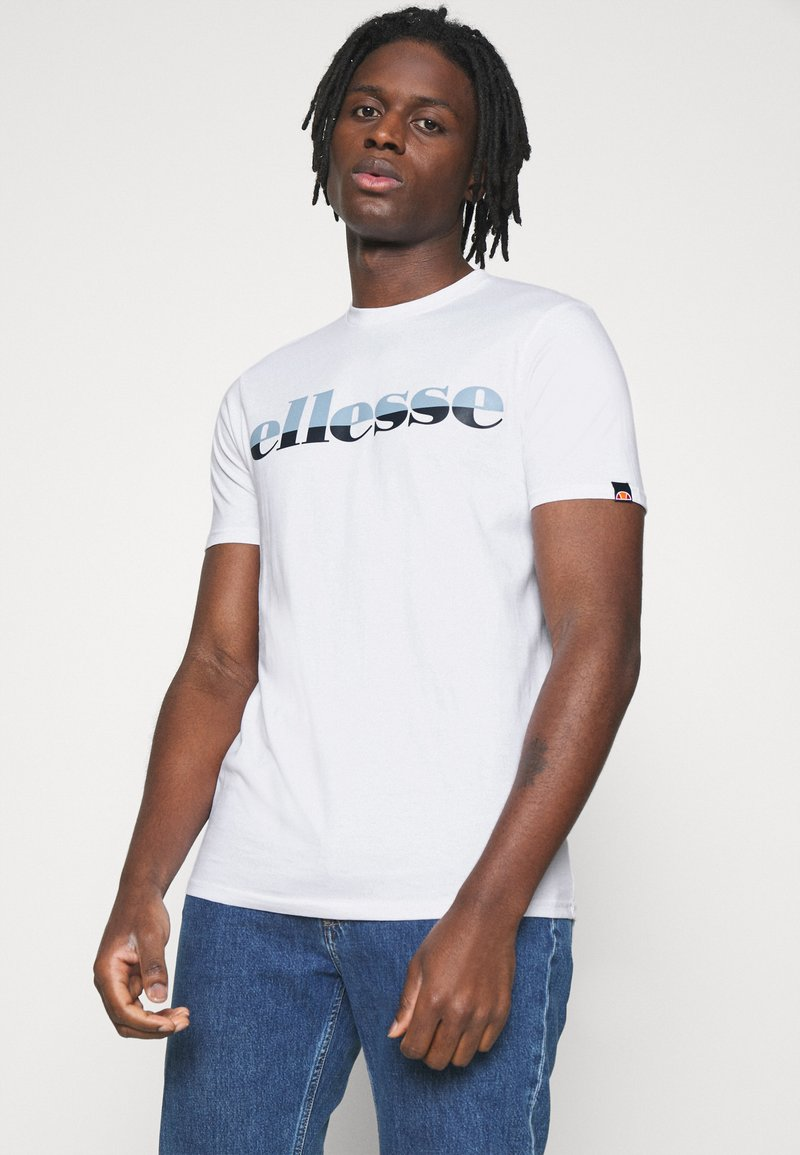Ellesse - FILIP - T-shirt z nadrukiem - white