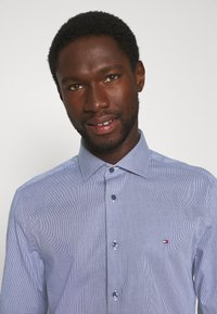 Tommy Hilfiger Tailored - HOUNDSTOOTH CLASSIC - Camisa elegante - blue - 4
