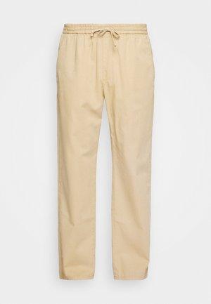 CHASE - Pantaloni - starfish camel