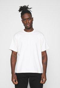 adidas Originals - PREMIUM TEE UNISEX - T-shirt basic - off-white - 0